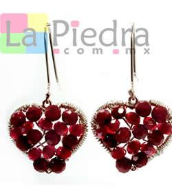 97b6b91af526 Arete corazon engarzado con cristal rojo