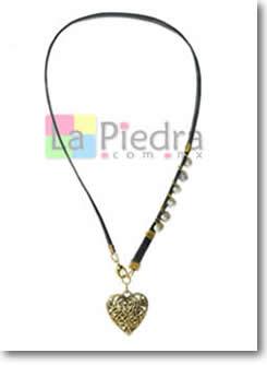 collares de cuero con perlas